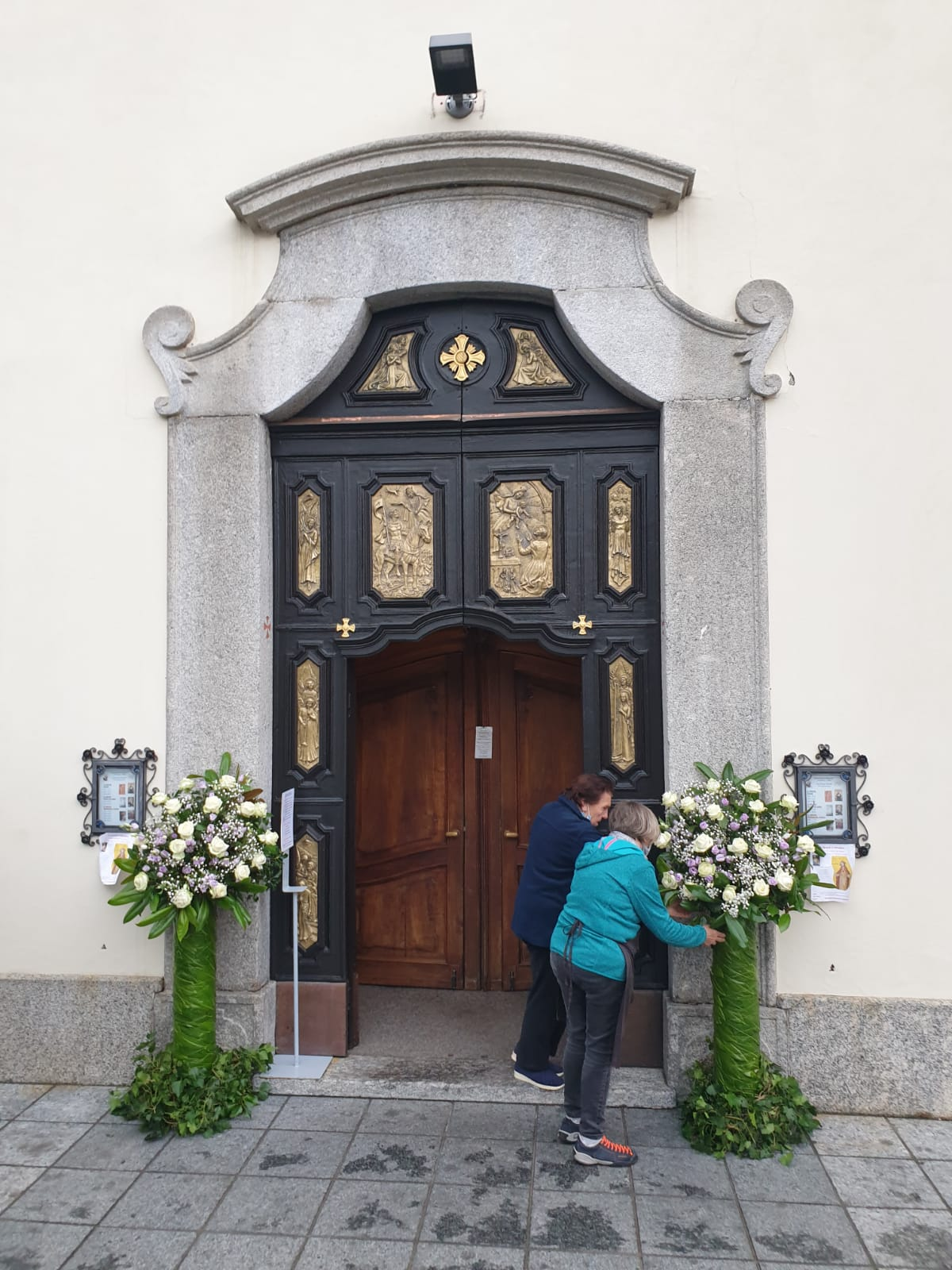 Esterno addobbato Chiesa San maurizio Erba CO